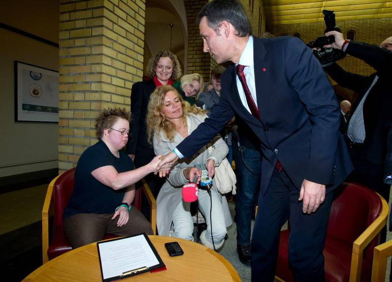 Kledd i en svart T-skjorte med ordet «Utrydningstruet» på fronten møtte Marte Wexelsen Goksøyr statsminister Jens Stoltenberg (Ap) 16. februar 2011. Møtet mellom de to i Stortingets vandrehall var tilrettelagt av KrF – og medieoppbudet var omfattende.