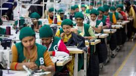 Motebransjen nekter å overholde kontrakter. Millioner av tekstilarbeidere mister jobben på dagen