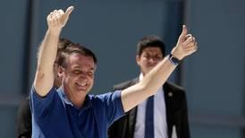 I Brasil viser presidenten fortsatt tommel opp trass dystre tal