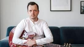«Slappe» frikirker fratar lovsangskomponister betaling: – Skuffende og surt