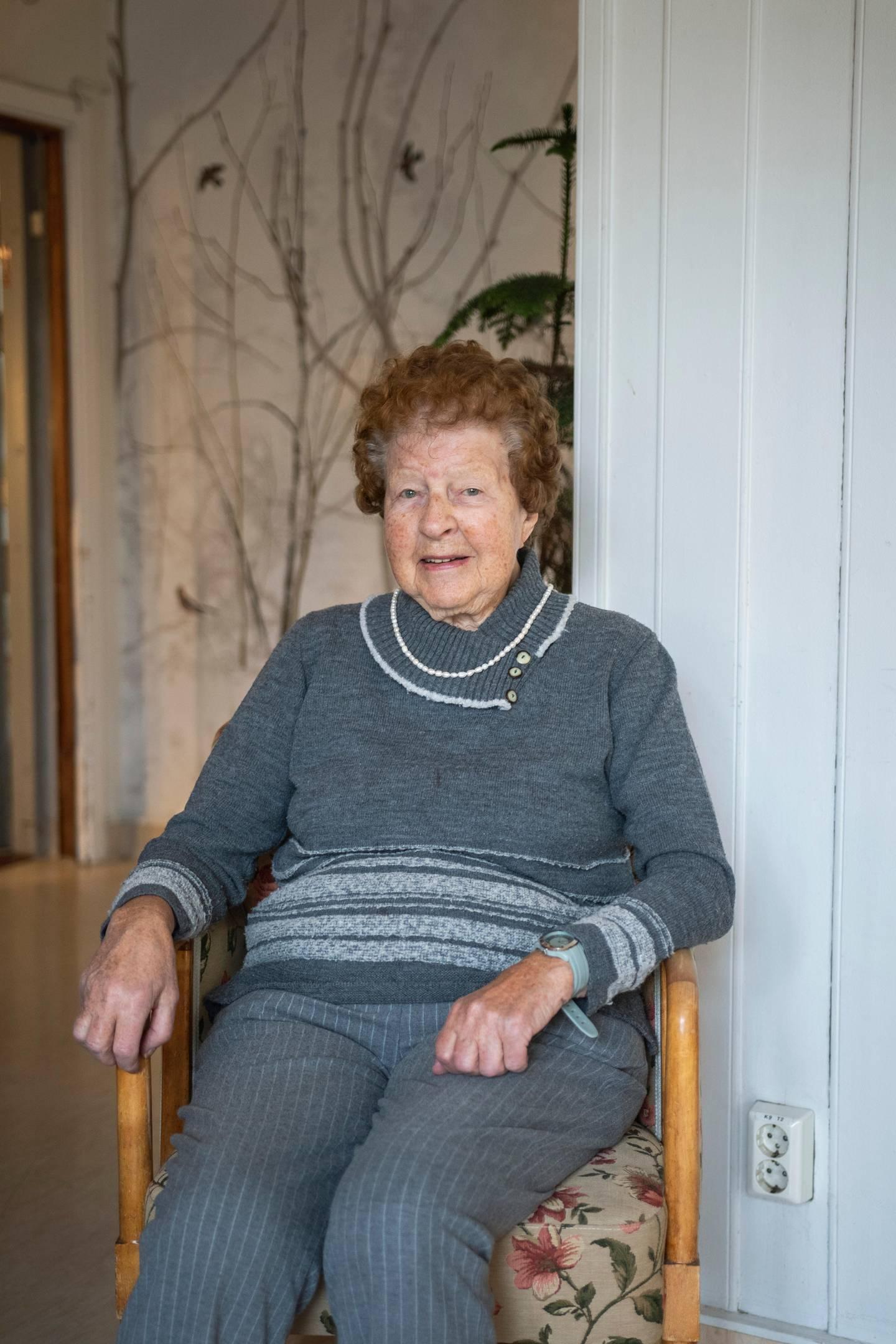 Evelyn Teien (92), beboer på Fagerborghjemmet fotografert ifb. med eldres trivsel under koronapandemien.