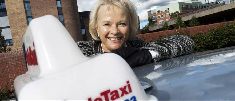 Karen Eldbjørg Toven har gått fra journalistikk via informasjonsbransjen og inn i drosjenæringen.
