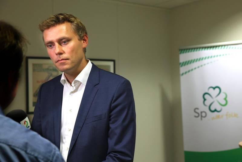 - Null livssynskroner til utenlandske statsborgere, forslår Ola Borten Moe (Sp).