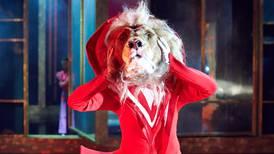 «Alice i Vidunderland» har et scenebilde man kan miste pusten av