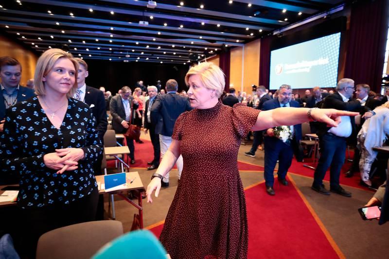 Gardermoen  20190505. 2. nestleder Sylvi Listhaug (t.v.) og leder Siv Jensen på Frps landsmøtet på Gardermoen søndag. Foto: Lise Åserud / NTB scanpix