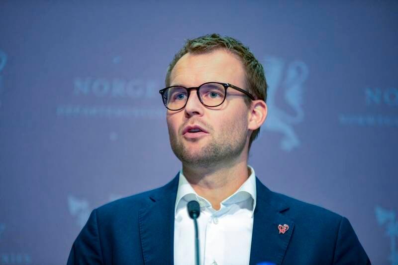 KrF-leder og barne- og likestillingsminister Kjell Ingolf Ropstad på sin andre pressekonferanse på to dager etter Aftenpostens sak om at han hadde tatt aktive grep for å unngå skatt på statsrådsboligen han benyttet.