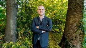 Frank Rossaviks snuser seg frem i fengende bok om ulven