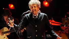 Røverfilosofen Dylan veksler mellom gubberock og genistreker på nytt album