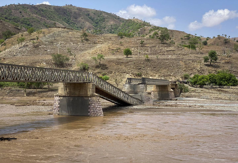 KONFLIKT:En ødelagt bro i Tigray-regionen i Nord-Etiopia 1. juli 2021. Broen på en hovedforsyningsrute som forbinder det vestlige Tigray, som er avgjørende for å levere sårt tiltrengt mat til mye av Etiopias embattede Tigray-region, har vært ødelagt, sa hjelpegrupper torsdag.