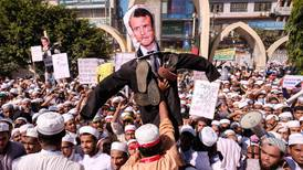 Store demonstrasjoner mot Macron i mange land