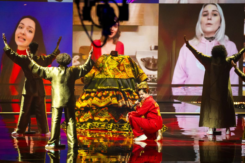 Rotterdam, Nederland  20210517.  Manizha fra Russland fremfører sangen Russian Woman under den første generalprøven 17. mai i Rotterdam, dagen før semifinalen i Eurovision Song Contest. Foto: Heiko Junge / NTB