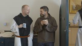 Må bryte opp fra livet i kloster