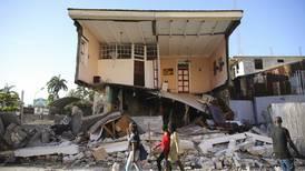 Desperat søk etter overlevende i Haiti – over 300 døde