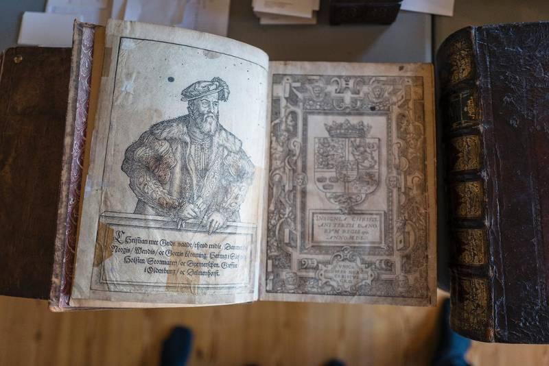Christian IIIs bibel fra 1550 er et av klenodiene i samlingen. Det er den første dansk-norske Bibelen.