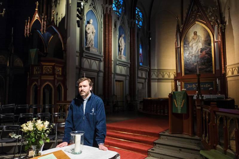Prest i Bragernes kirke i Drammen, Per Erik Brodal, sier han frykter at timelistene bare er starten på en byråkratisering av presterollen.