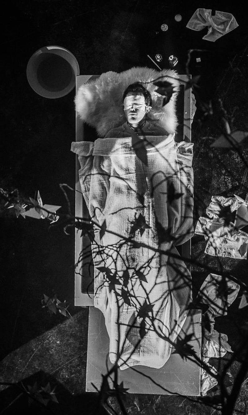 Bildet er fra performance «The Dream of a Ridiculous Man» fra den amerikanske kirken i Berlin. I samarbeid med kunstner Roey Heifetz og den norske sjømannskirken i Berlin.