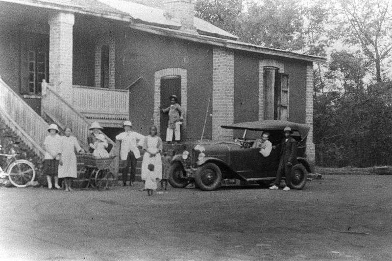 Madagaskar, som var fransk koloni fra 1896 til 1960, har vært et viktig samarbeidsland for norsk misjonsorganisasjoner. Det er ikke kjent hvor og når dette bildet er tatt.