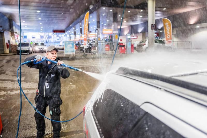 Thomas Sørflaten ser ikke behovet for å kunne kjøpe øl når han er innom bensinstasjonen. Han får det han trenger i dagligvarebutikken.