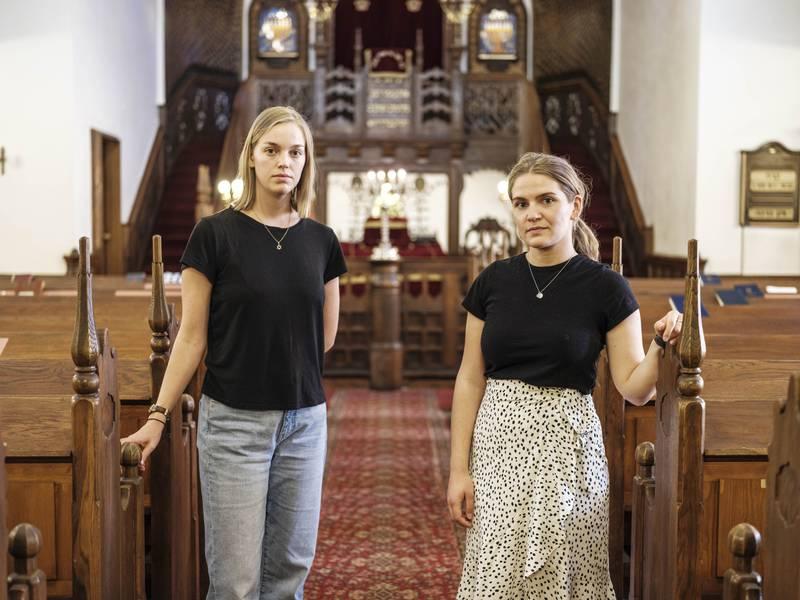 Rachel og Natalie, som begge har jødisk bakgrunn, forteller om frykt for å ytre seg i det de opplever som et fastlåst og ensidig debattklima i Norge.