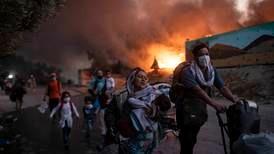 Ett år etter Moria-brannen: Flyktninger bor i sprengfull teltleir