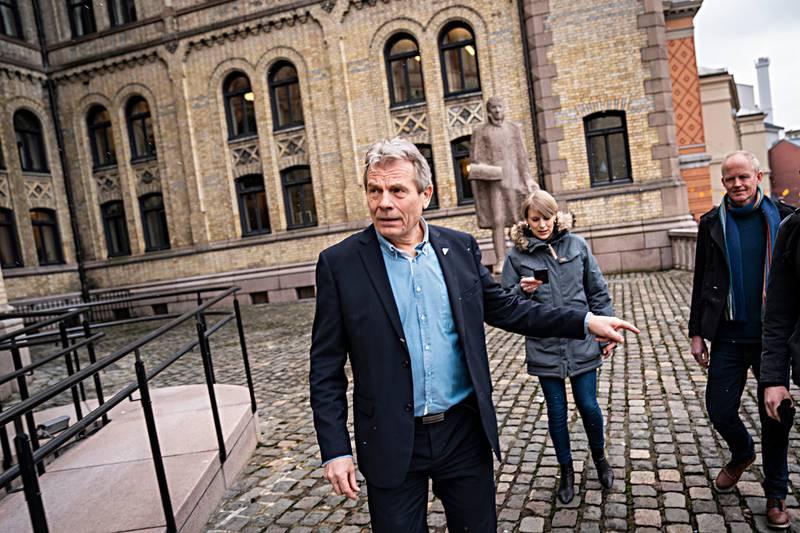 Arne Nævra, mangeårig naturfotograf og nå SVs mann i transportkomiteen, ser derimot litt annerledes på ting. Kari Elisabeth Kaski, finanspolitisk talsperson i SV med bakgrunn fra klimastiftelsen Zero.Lars Haltbrekken, SVs medlem i Energi- og miljøkomiteen og tidligere leder i Naturvernforbundet.