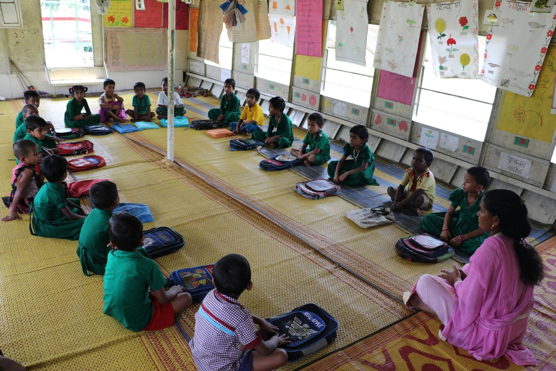 Førsteklassinger på en liten skole i Mymensingh, nord-øst for hovedstaden Dhaka i Bangladesh.
