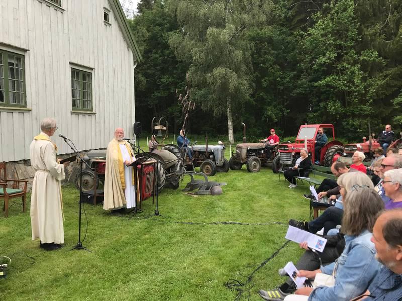 Borg-biskop Atle Sommerfeldt talte under søndagens Åpen gård-arrangement i Trøgstad.