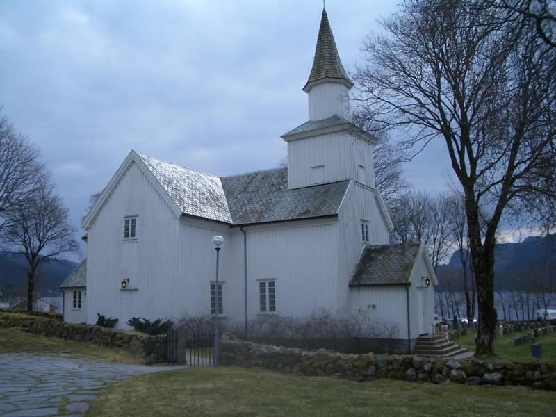 Eiken kirke ligger i Hægebostad kommune i Vest-Agder. Sokneprest Bernt Rune Sandrib ønsker ikke å vie homofile, og han vil at også menigheten skal kunne reservere seg mot likekjønnet vigsel.