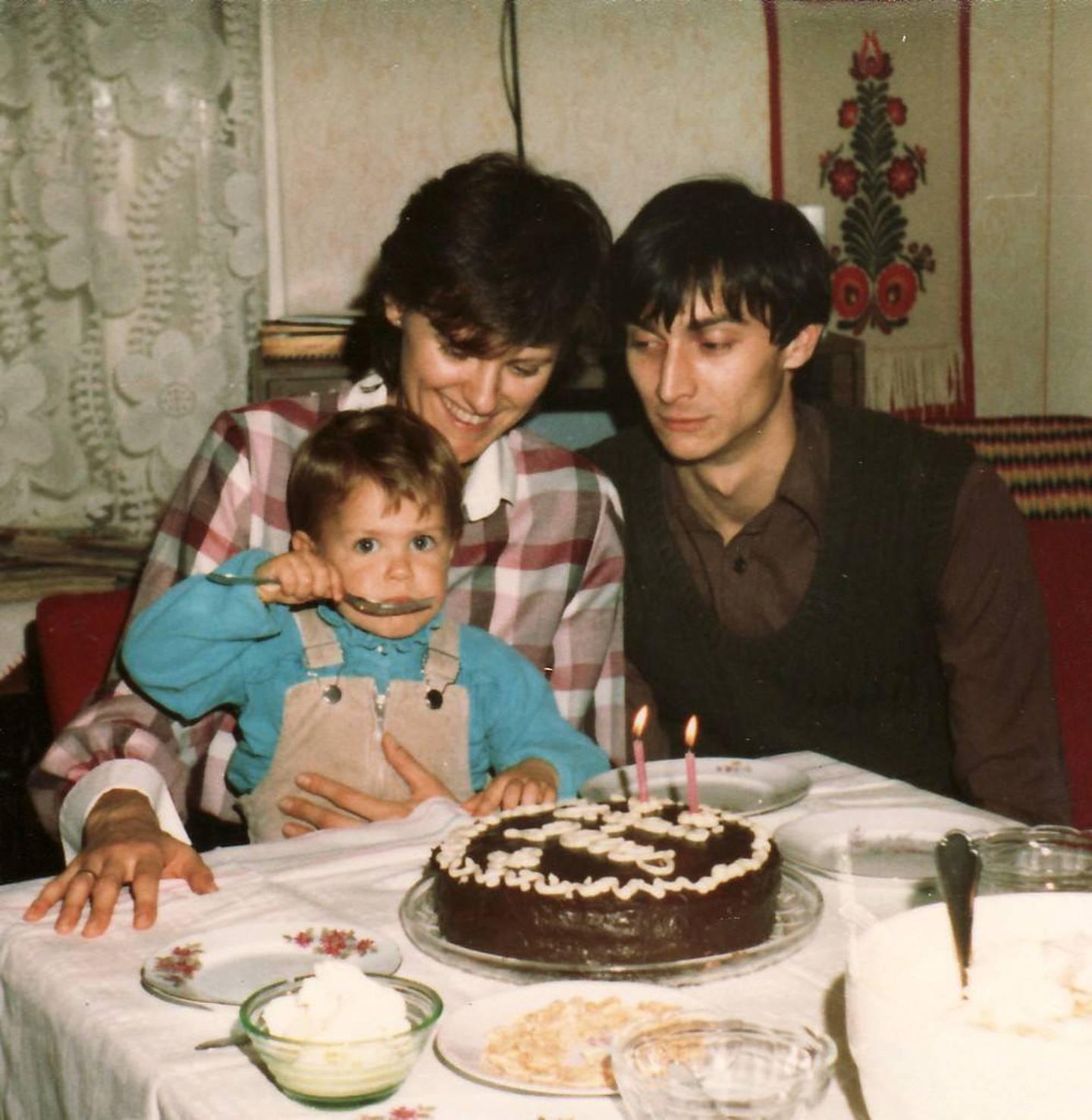 1984, Kati med mann og barn i Ungarn