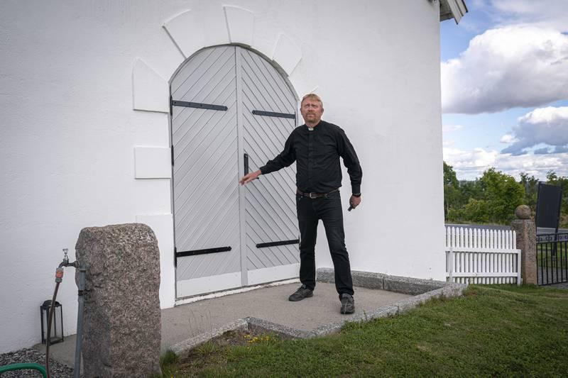 SØKER KIRKEMUSIKER: Sokneprest Jakob Furuseth i Gjerdrum og Heni menighet vil ha en organist som kan spille orgel, og som samtidig kan være del av et musikalsk mangfold.