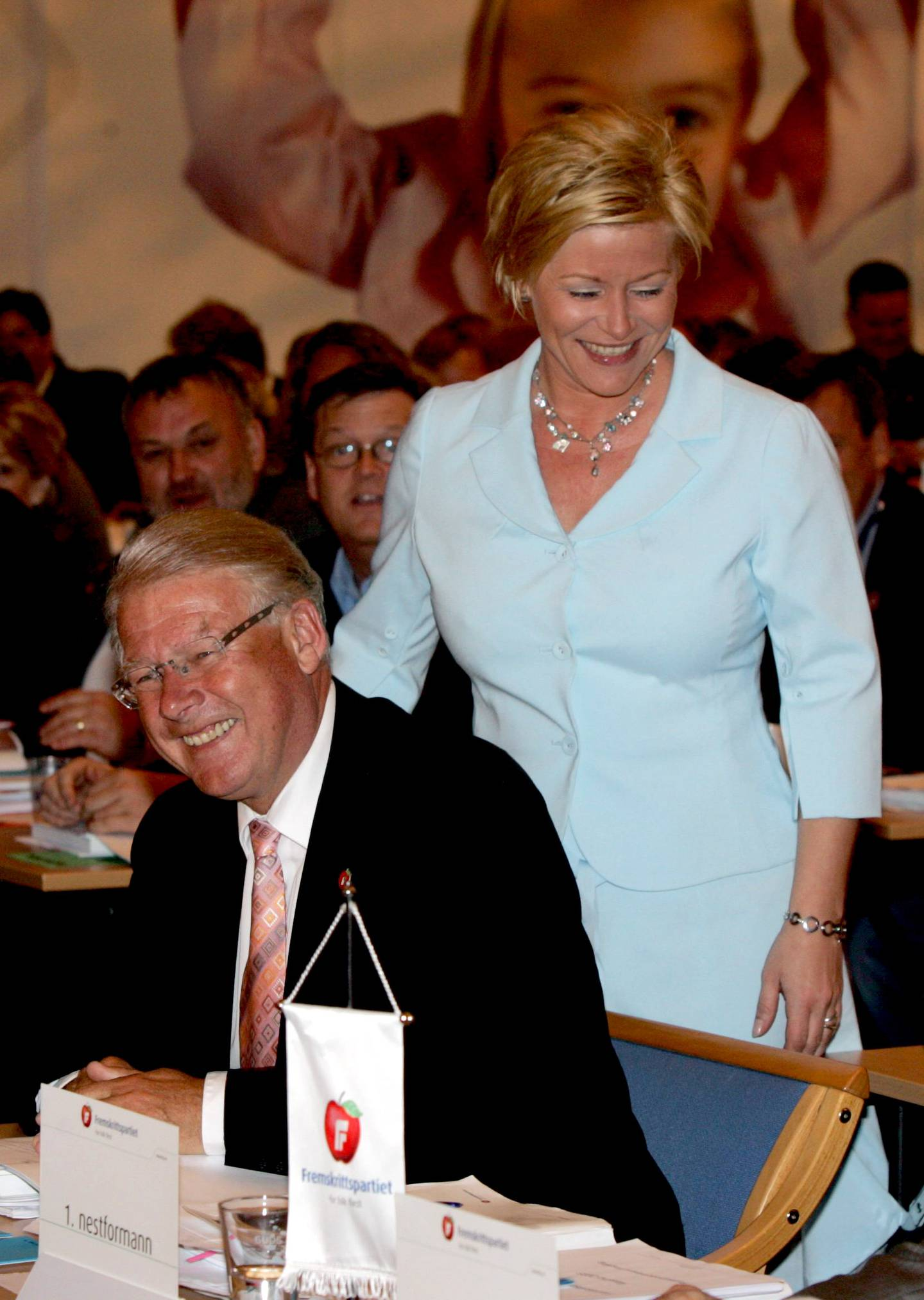 Ålesund 20050522 Fremskrittspartiets landsmøte. Partiformann Carl I. Hagen og 1. nestleder Siv Jensen  i landsmøtesalen søndag formiddag. Foto: Morten Holm / NTB