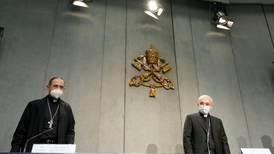 Paven strammer inn lover mot seksuelle overgrep