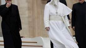Pave Benedikts privatsekretær hyrer advokater –frykter ny overgrepsrapport