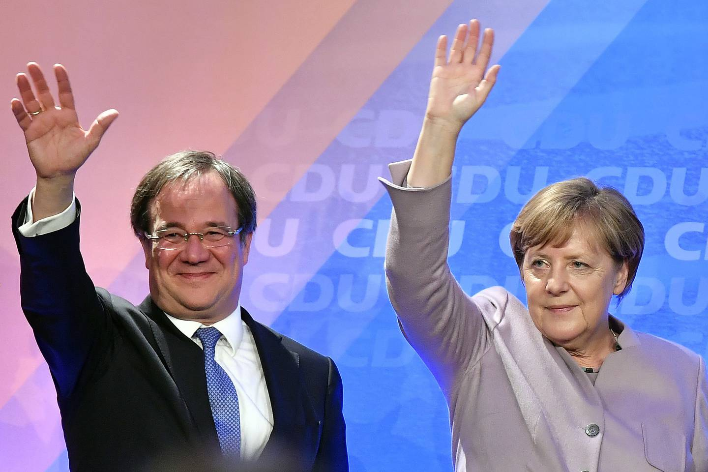 Som leder for Angela Merkels parti og med den drevne statslederens støtte lå alt til rette for at Armin Laschet kunne bli Tysklands neste statsminister. Flere tabber og svake målinger gjør det langt mer usikkert om han kan flytte inn på Merkels kontor etter valget i september. Arkivfoto: Martin Meissner / AP / NTB