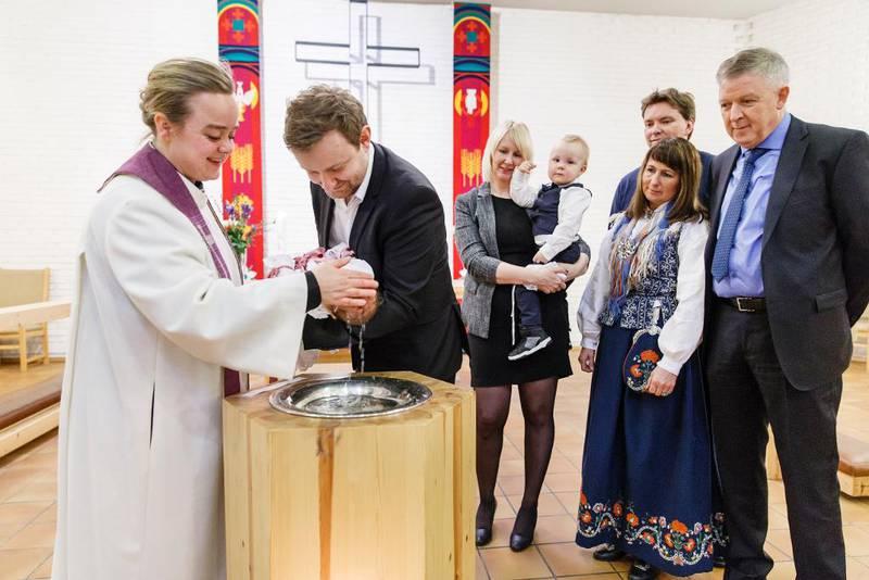 Den norske kirke har gjennomført en gudstjenestereform, men hittil har det ikke ført til vekst i antall gudstjenestedeltakere. Her er det dåp i gudstjenesten i Byåsen kirke i Trondheim.