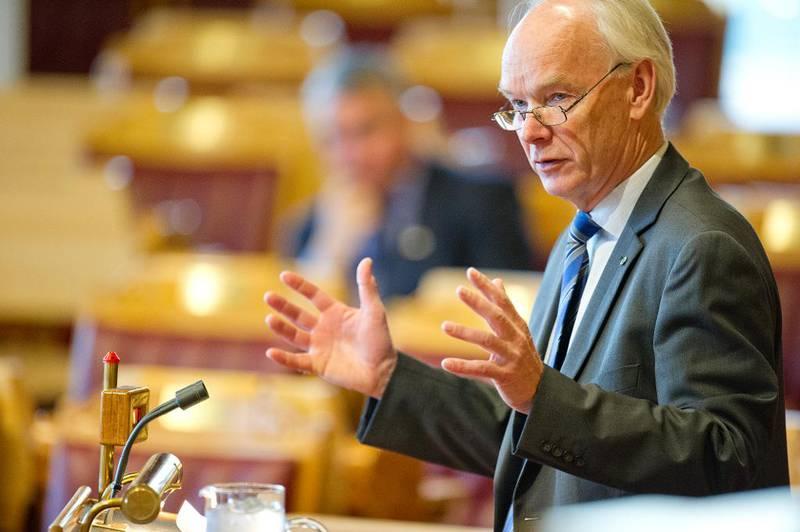 Sp-profilen Per Olaf Lundteigen gikk hardt ut mot Venstre, som han mener svikter i sosialpolitikken: – Vi har fått to politiske tvillinger nå – Frp og Venstre, sa han.