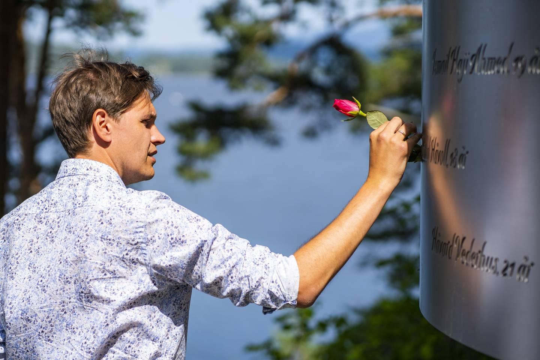 Jørgen Watne Frydnes er daglig leder for Utøya. De siste ti årene har han brukt på å bygge opp igjen stedet. Det har vært en vanskelig prosess, forteller han. Foto: Håkon Mosvold Larsen / NTB