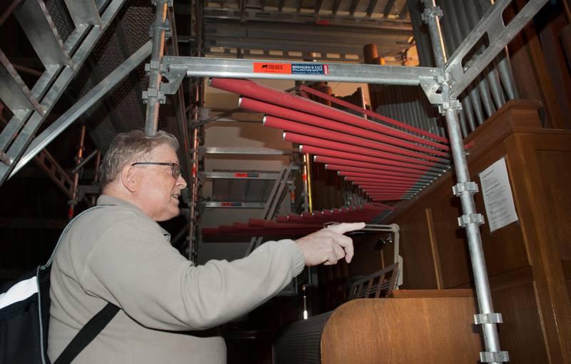 For tiden er det gamle Torshov-orgelet omgitt av stillaser. Orgelkonsulent Ole Spydevold håper at mye av fasaden kan bevares gjennom ombyggingen som nå planlegges.