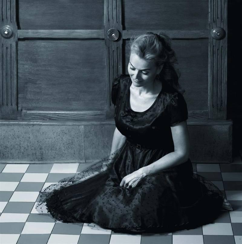 På sitt nye album beskriver Tove Bøygard både sitt eget og andres liv uten å skjønnmale. Hun slipper oss langt inn i sine egne tanker om hvordan livet hennes er og har vært.