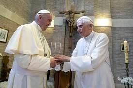 Pave Frans reverserer pave Benedikts ordre