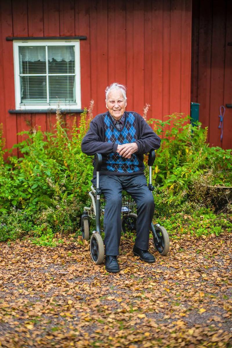 – Jeg ser frem til å bli 90. Det er et flott tall, og jeg kan få oppleve verden i 2018, skriver Victor Hellern.