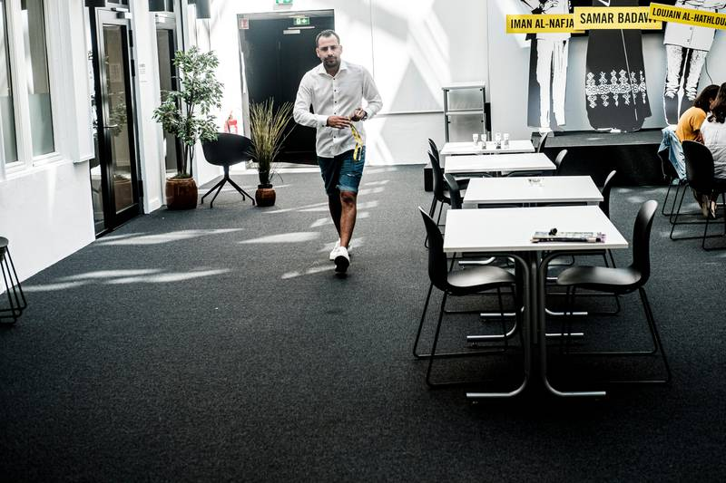 Prosjektassistent i Amnesty Norge, Rodwal Noorolhadi fotografert i lokalene dems på Grensen.