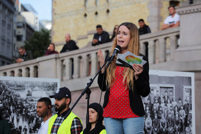 Oslo  20190814. Linda Noor daglig leder i Minotenk under en markering på Eidsvolls plass mot muslimhat og terror, etter hendelsene i Al-Noor-moskeen i Bærum på lørdag. Foto: Ørn E. Borgen / NTB