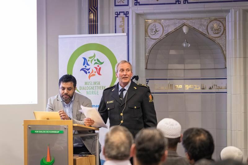 Åpent møte i Islamic Cultural Centre (ICC), angående koranbrenning. Arshad Jamil, Muslimsk dialognettverk, prosjektansvarlig.Roy Cato Einarsen, politioverbetjent og mangfoldskontakt