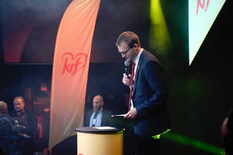 KrF-leder Kjell Ingolf Ropstad talte til eget parti under valgvaken mandag.