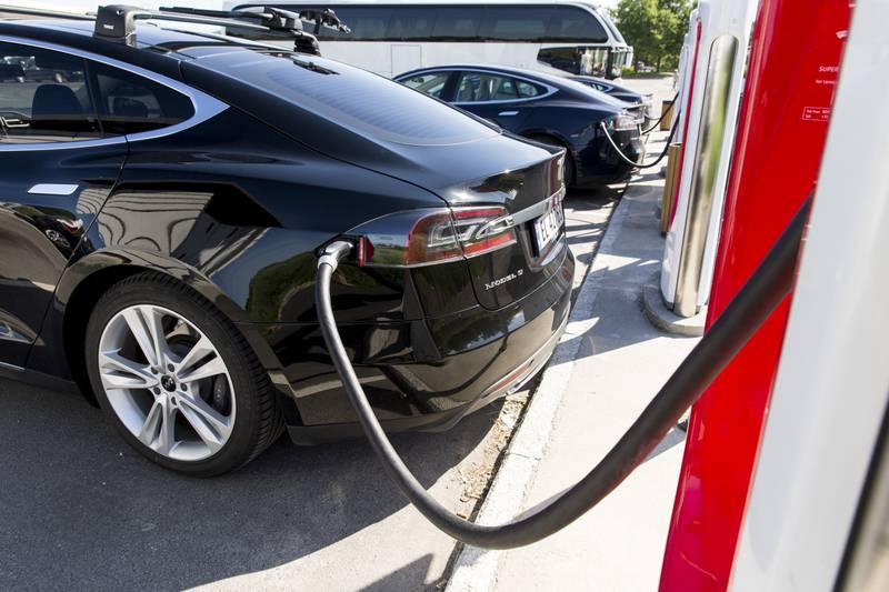 30 norske Tesla-eiere er tilkjent 136.000 kroner hver etter at bilene deres mistet ladefart etter en programvareoppdatering i 2019. Det ble resultatet etter en fraværsdom i forliksrådet nylig.  Foto: Tore Meek / NTB