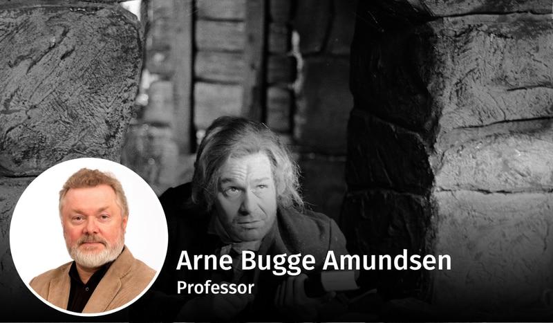 KOMPLEKS MANN: Det er vanskelig å finne én «Hans Nielsen Hauge», mener kronikkforfatteren. Per Sunderland spilte hovedrollen i filmen om lekpredikanten fra 1960. Her er Hauge i fangehullet med Bibelen i hånden.