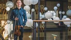 Anmeldelse: Johan Dalenes fiolin synger med stor intensitet