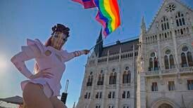 Stor protest mot ny lov som forbyr publisitet om homofili i Ungarn