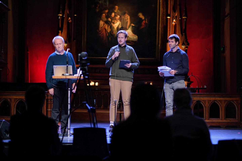 Forskerne Olav Elgvin, Edvard Nergård Larsen og Arne Backer Grønningsæter presenterer LHBT-rapporten for Kirkerådet.